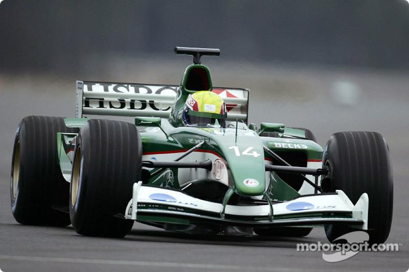 Mark Webber durant le shakedown de la nouvelle Jaguar R4 de la piste d'essais de Ford de Lommel, Belgique