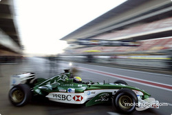 Mark Webber yeni Jaguar R4'ü test ediyor