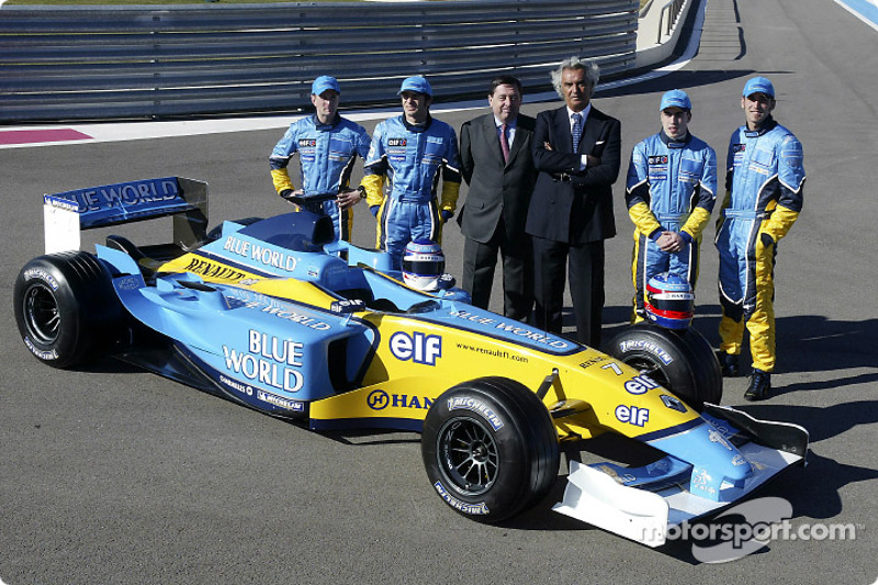 Jarno Trulli, Fernando Alonso, Allan McNish, Franck Montagny, Flavio Briatore and Patrick Faure with the new Renault F1 R23