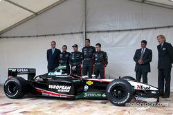 Paul Stoddart, Jos Verstappen, Justin Wilson ve Matteo Bobbi ve yeni Minardi PS03