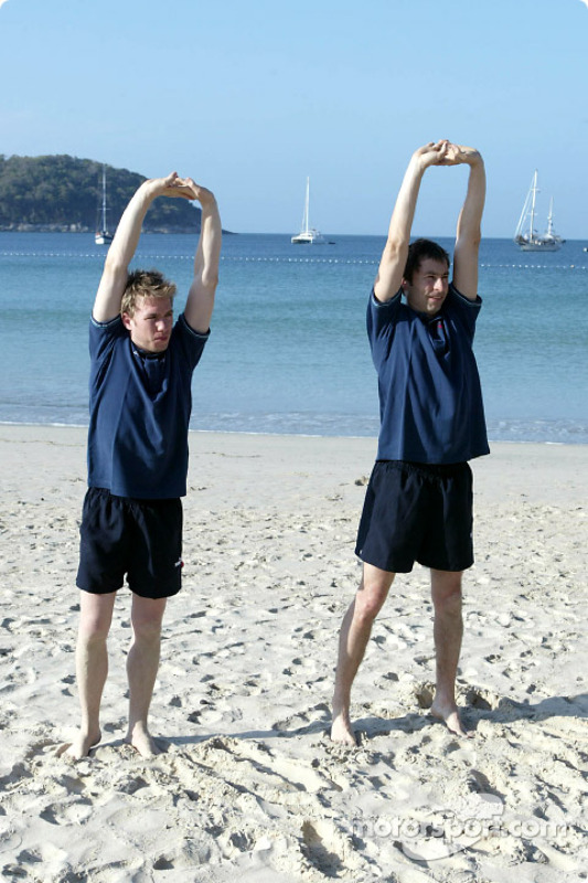 Sauber fitness training camp in Alor Setar: workout on the beach for Nick Heidfeld and Heinz-Harald