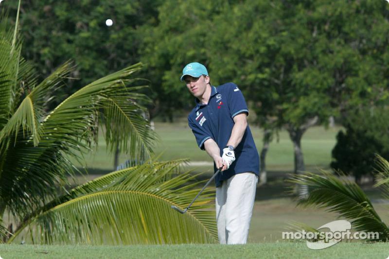 Sauber fitness training camp in Alor Setar: Nick Heidfeld plays golf