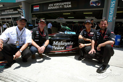 Jos Verstappen, Justin Wilson, Paul Stoddart and Malaysian Prime Minister Datuk Seri Dr Mahathir show the message of peace on the Minardi