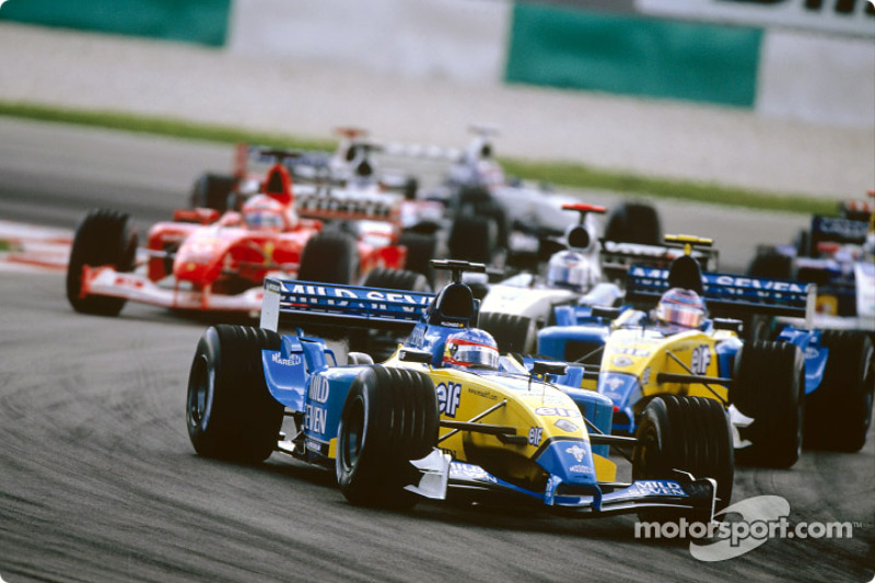 First corner: Fernando Alonso leads the field