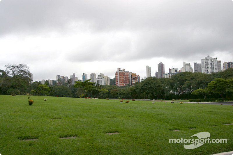 Morumbi cemetery surrounded by the city