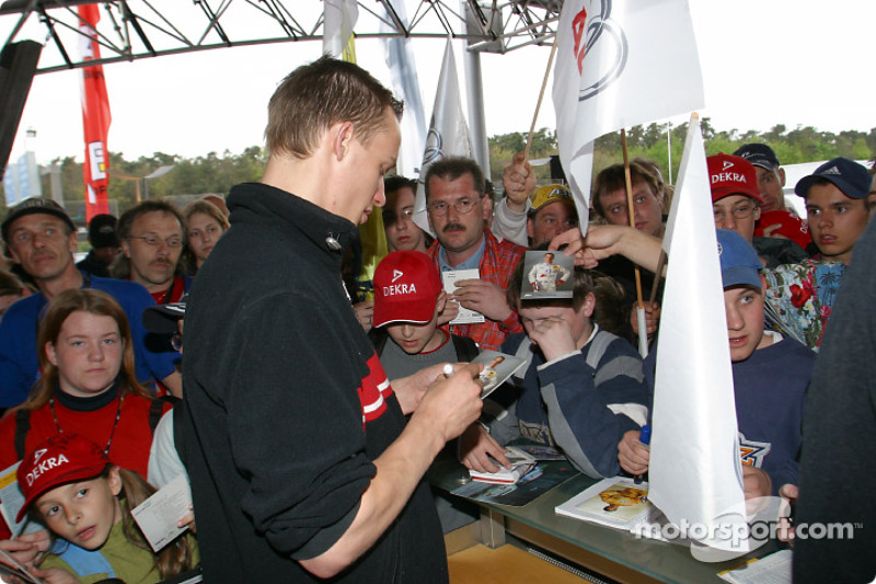 Peter Terting signs autographs