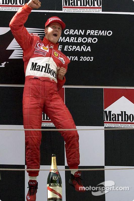 Podio: ganador Michael Schumacher celebra