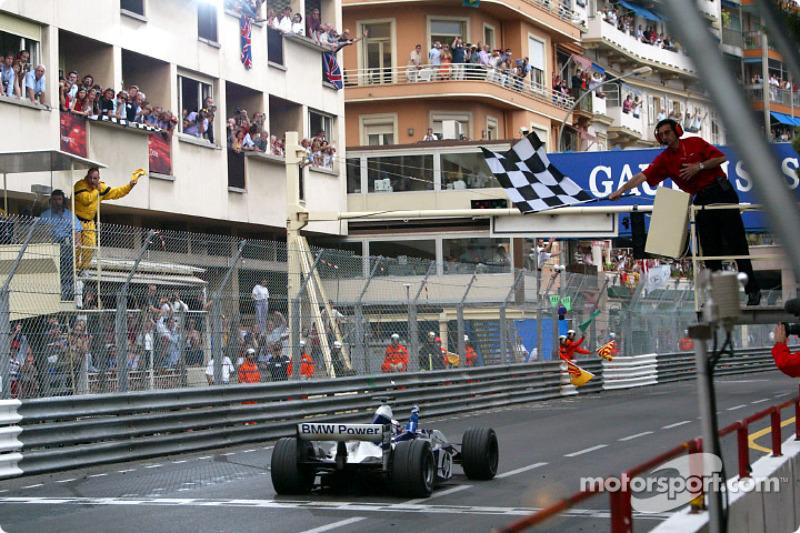 Juan Pablo Montoya se lleva la bandera a cuadros