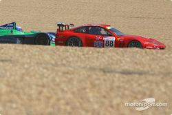 #88 Veloqx Prodrive Racing Ferrari 550 Maranello: Tomas Enge, Peter Kox, Jamie Davies, and #17 Pescarolo Sport Courage C60-Peugeot: Jean-Christophe Boullion, Franck Lagorce, Stephane Sarrazin