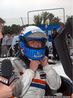 Scott Goodyear undoes his helmet