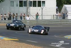 #11 LolaT70 MkIII: Peter Schleifer, and #17 Jaguar Lightweight E Type: Jo Bamford, Frank Sytner