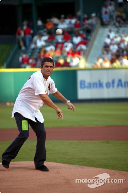 Visite du terrain de baseball des St. Louis Cardinals: Gil de Ferran