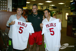 Visit at a St. Louis Cardinals baseball game: Gil de Ferran and Helio Castroneves with player Pujols