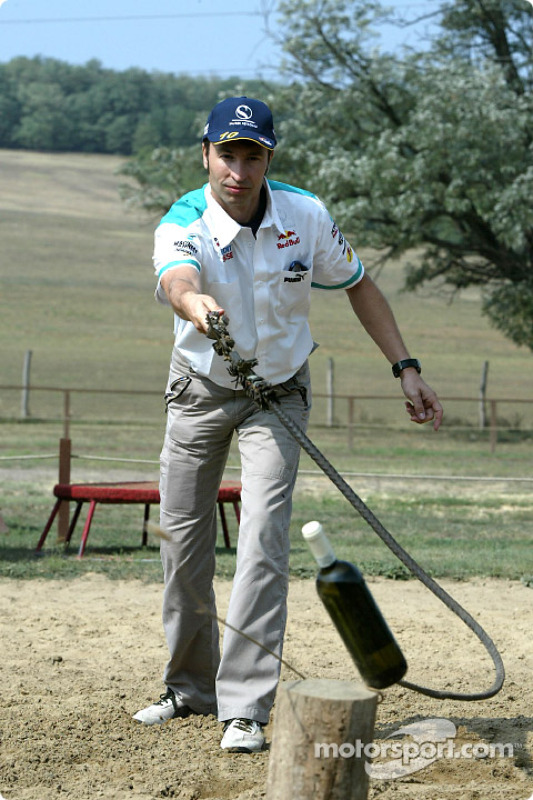 Equipo Sauber visitar un parque típico de caballos Húngaro:  Heinz-Harald Frentzen