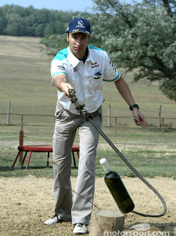 Team Sauber visit a typical Hungarian horse park: Heinz-Harald Frentzen