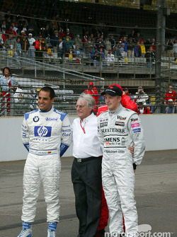 Bernie Ecclestone poses with Juan Pablo Montoya, Michael Schumacher and Kimi Raikkonen