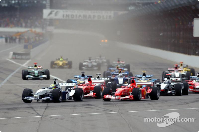 Inicio: Ralf Schumacher conduce el resto del campo