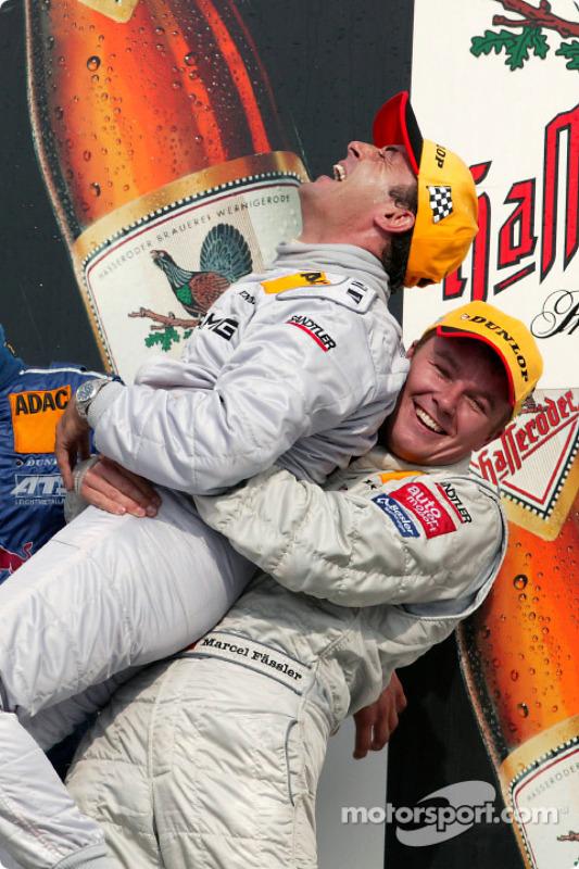 Podium : Jean Alesi, vainqueur, et Marcel Fässler