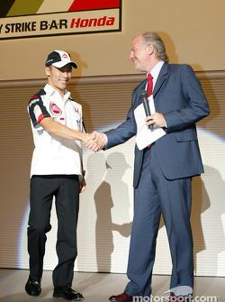 Takuma Sato est annoncé comme pilote BAR-Honda titulaire pour le Championnat du Monde de Formule 1 2004 : David Richards et Takuma Sato
