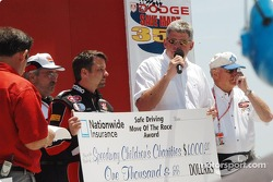 Jack Sprague receives Nationwide Insurance Safe Driving Move of the Race Award for Michigan