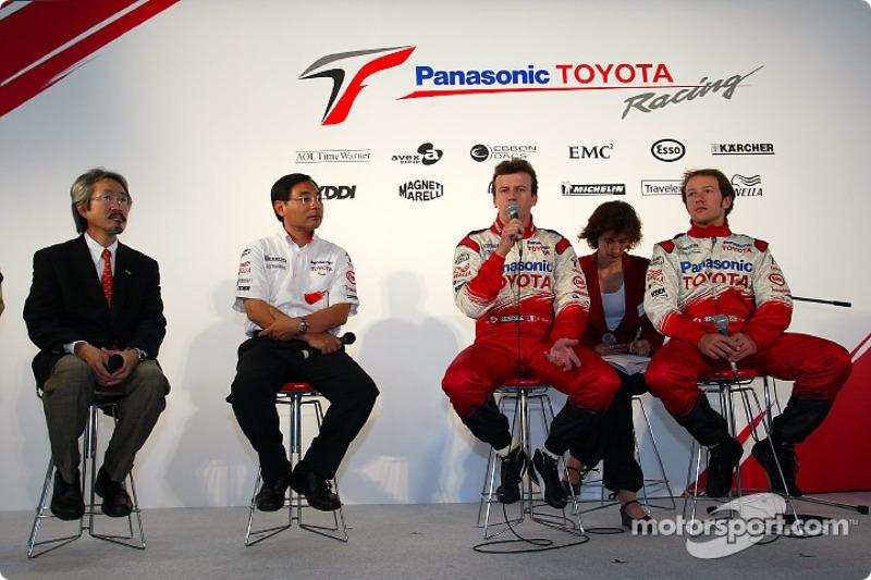 Evénement Megaweb: Makoto Matsui, Keizo Takahashi, Olivier Panis et Cristiano da Matta pendant la conférence de presse
