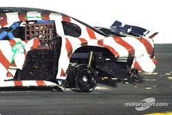 Jason Howe perd une roue dans le carambolage