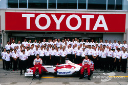 Family picture for Olivier Panis, Cristiano da Matta and Team Toyota