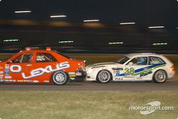 #0 Team Lexus Lexus IS300: Jacques Guénette Jr., Andy Lally, et #38 Duane Neyer Motorsports BMW Z3: Jim Hamblin, Stewart Tetreault