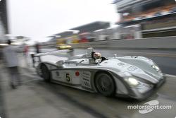 Tom Kristensen leaves for the starting grid
