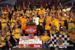 Matt Kenseth célèbre la NASCAR Winston Cup 2003 avec son équipe