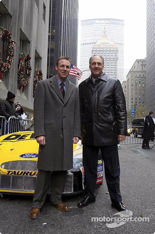 Matt Kenseth et Dan Davis devant l'hôtel Waldorf Astoria