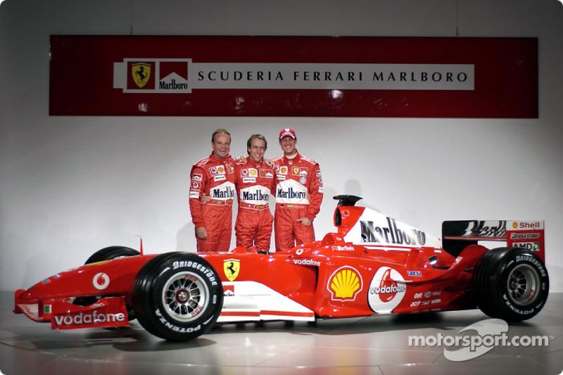 Rubens Barrichello, Luca Badoer ve Michael Schumacher ve yeni Ferrari F2004
