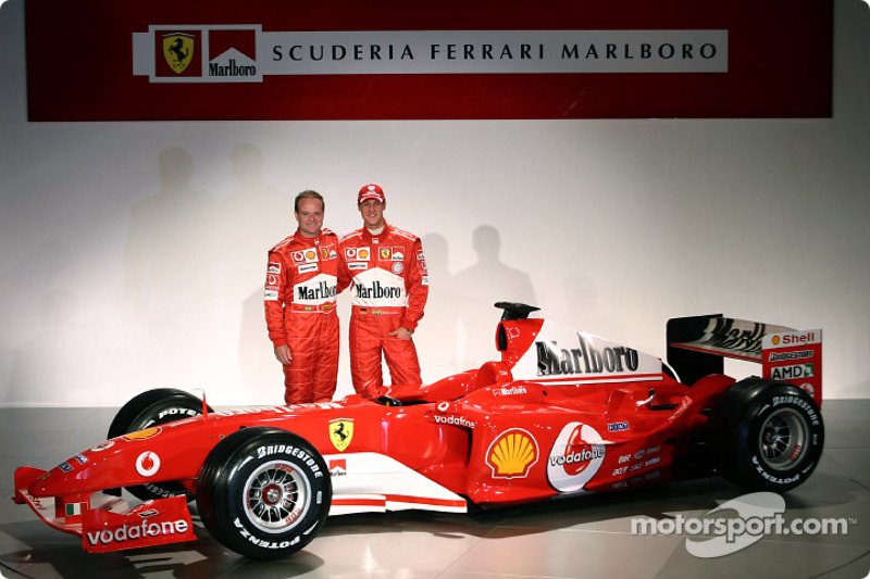 Rubens Barrichello ve Michael Schumacher ve yeni Ferrari F2004