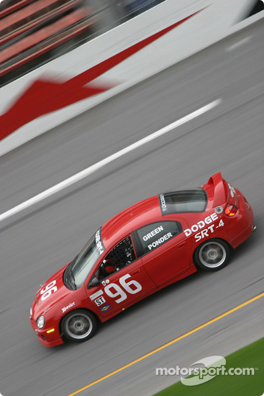 La Dodge Neon SRT4 n°96 de l'équipe The Fat and The Furious (Britt Ponder, James Green)