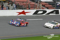 Restart : la Chevrolet Crawford n°2 du Howard - Boss Motorsports (Andy Wallace, Dale Earnhardt Jr., Tony Stewart) et la Corvette n°46 du Michael Baughman Racing (Peter Argetsinger, John Pew, Mark Patterson, Dario Cioti, Jim Victor)