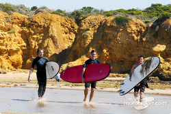 Jordan Quiksilver Surfing: Nick Heidfeld, Timo Glock and Giorgio Pantano have a go at surfing