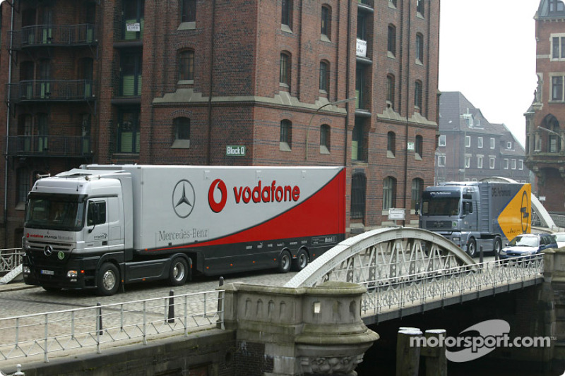 The DTM transporters arrive in Hamburg