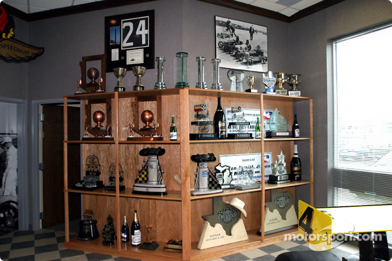 Merveilleux Trophy Cabinet At Panther Racing