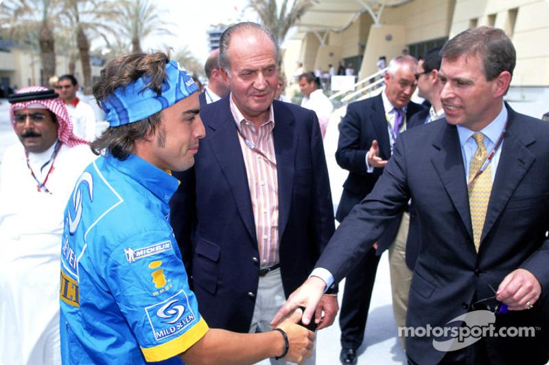 Fernando Alonso mit dem spanischen König Juan Carlos und Prinz Andrew