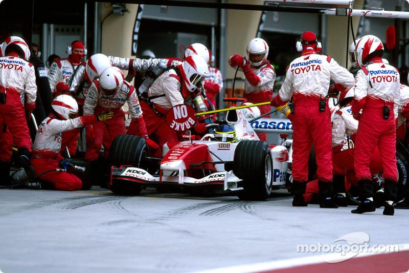 Boxenstopp: Cristiano da Matta, Toyota TF104B