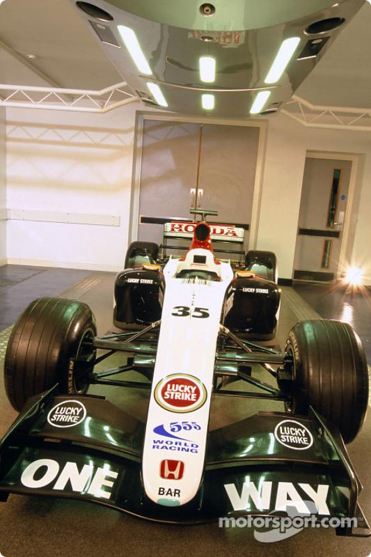 BAR Honda présente la voiture radicale qu'Anthony Davidson pilotera lors des essais libres du vendredi au GP d'Espagne