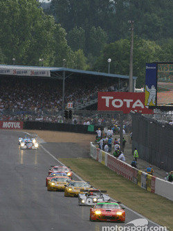The field on second lap