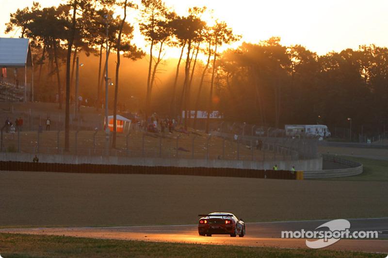 2004 год. Экипаж Роба Уилсона, Фрэнка Маунтэна и Ханса Хугенгольца, Ferrari 360 Modena