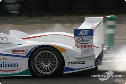 Hard braking for #2 Champion Racing Audi R8: JJ Lehto, Emanuele Pirro, Marco Werner