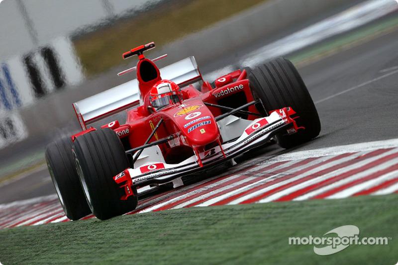 Con esta estrategia de aceleración máxima Schumacher superaría a Alonso.