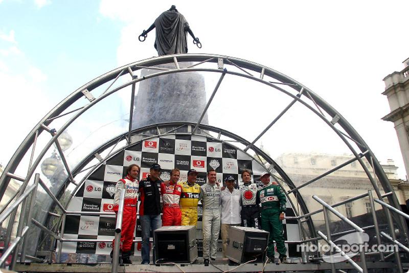 Participating drivers: Cristiano da Matta, Zsolt Baumgartner, Luca Badoer, Nigel Mansell, David Coul