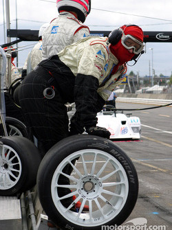 Le Champion Racing attend l'Audi R8 n°38 pour s'entrainer aux arrêts aux stands
