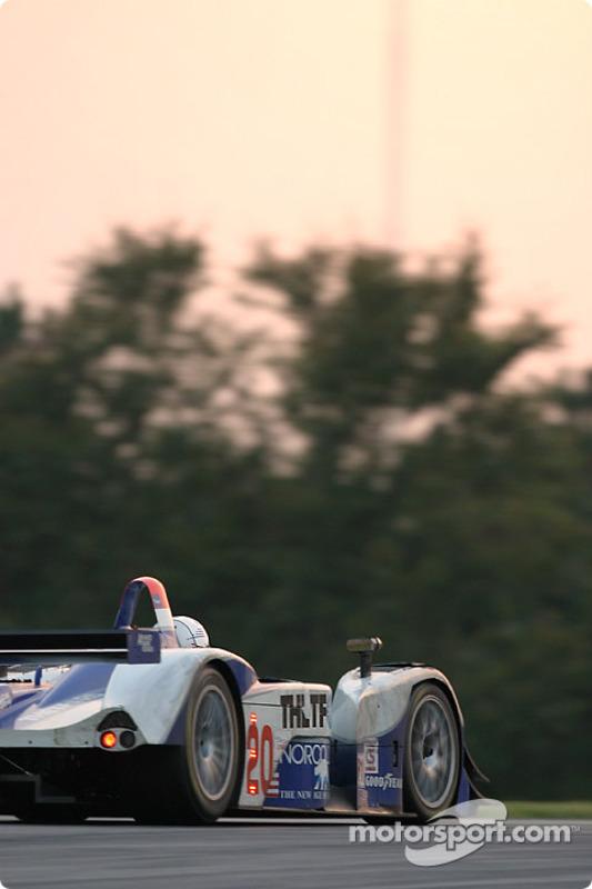 La Lola EX257 AER n°20 Dyson Racing Team : Chris Dyson, Jan Lammers