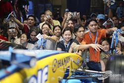 Fernando Alonso visits Manila