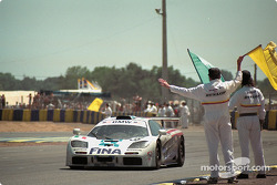 #39 Bigazzi Team McLaren F1 GTR: Nelson Piquet, Johnny Cecotto, Danny Sullivan at finish line